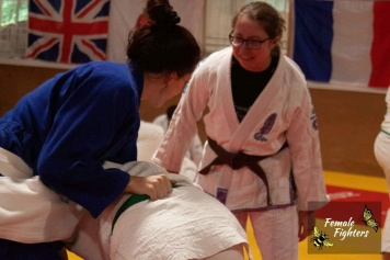 Minion watching judo technique